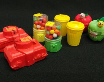 8 NOS Vintage Candy Containers 2 Ea Camera, Gumball Machine, Garbage Can, Apple w/Worm 4 Topps Original Labels/Price Tags Ref 19547