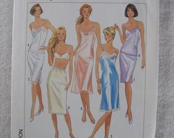 Simplicity 9374, Ladies' Slip
