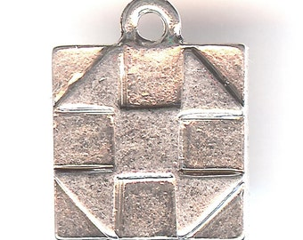 QUILT BLOCK Charm. Sterling Silver Plated. Two Sided. Shoo Fly. Stitching. Square. Patch. Pieced. Made in the USA. wui