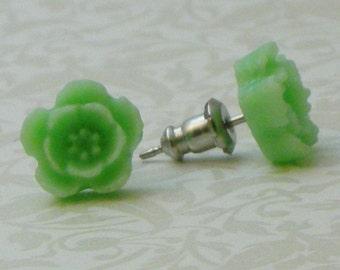 5 Petal Flower Earrings - Light Green