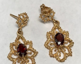 14 K Yellow Gold 0.25 Carat Garnet Dangle Earrings.