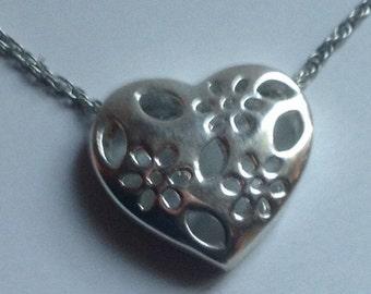 Sterling silver heart pendant       VJSE