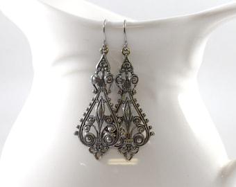 Einfach jeden Tag dunkel Silber Ohrringe, Silber Ohrringe, Perlenohrringe, filigrane Ohrringe, Antik Silber Ohrringe, Ohrringe aus Metall, AE024