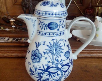 coffee pot  onion pattern by Kahla GDR