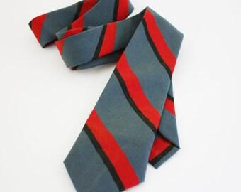 Striped Necktie - Diagonal Stripes in Grey, Black and Red - Vintage Men's Necktie - Skinny Tie
