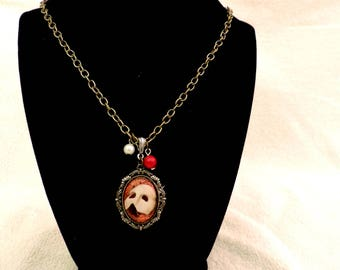 Beautiful romantic cameo The phantom of the opera - Christine Daae bronze chain necklace - decorating beads