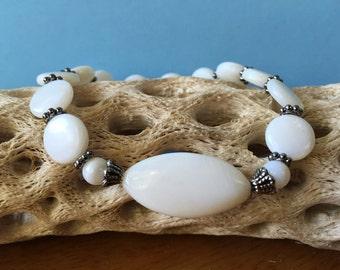 Shell Jewelry, Mother of Pearl Bracelet, MOP, Shell Bracelet, Boho Bracelet, Stretch Bracelet, Beach Bracelet, Ocean Jewelry, Beach Jewelry