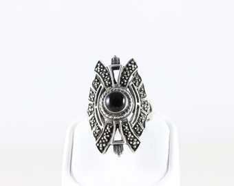 Sterling Silver Onyx and Marcasite Ring Size 6 1/4