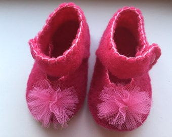 Baby shoes made of cloth