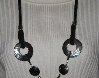 Circles Knit Necklace