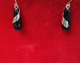 14 K Yellow Gold Onyx Earrings. 1.9 Gm.