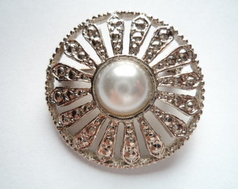 Vintage Unsigned Silvertone/Faux Pearl  Pin Wheel Brooch/Pin  Small