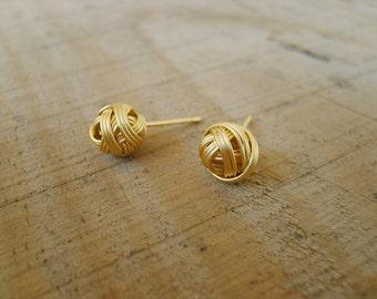 Sweet pompom stud-earrings in gold , gold stud earrings