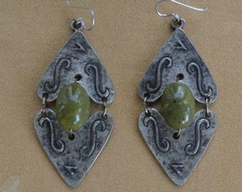 Pretty Vintage Large Olive Green, Darkened Silver tone Pierced Earrings (X17)