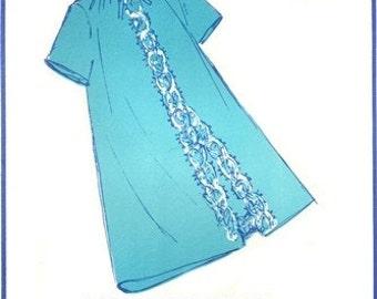 Sew Lovely PN 1000 Sweet Lace Trimmed Peignoir 1969 / UNCUT