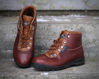 Amazing vintage Vasque Sundowner Skywalk Hiking Boots- Made in Italy- Size 8.5 M (Men's Reg.) may fit trans/other genders check measurements