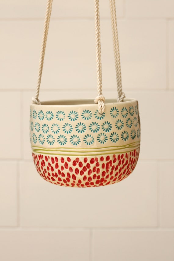 hanging planter // hanging planter indoors // hanging vase // boho decor