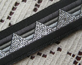 3 Yards Black And Silver Metallic Triangle Trim Old Store Stock  VT 16