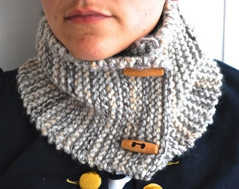 Oatmeal marbled chunky neckwarmer with toggles