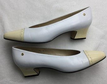 Etienne Aigner ivory spectator pumps 8.5 narrow made in Spain Excellent condition