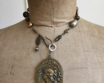 Briel, necklace with French slide mirror