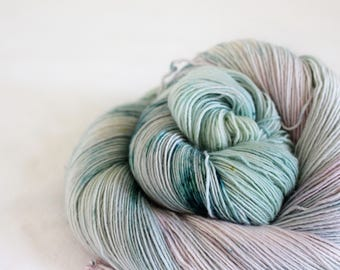 Snowberry - Sandpiper - 100%  superwash merino singles yarn