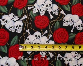 Schädel Knochen b rote Rosen Dornen auf schwarz von YARDS Alexander Henry Baumwollstoff 1595A