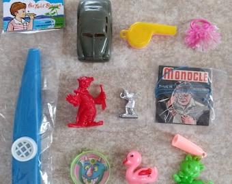 10 Pieces of Vintage PLASTIC Trinket GOODNESS