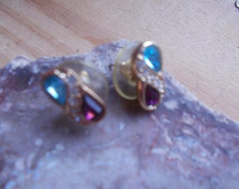 vintage pair figure 8 shaped rhinestone post..stud earrings  ..nice and in excellent condition!