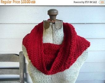 Jellied Cranberries Infinity Scarf. Crochet Chunky Warm neck cowl.  Festive Fall. Autumn Winter. Christmas fashion scarf. Deep Crimson red
