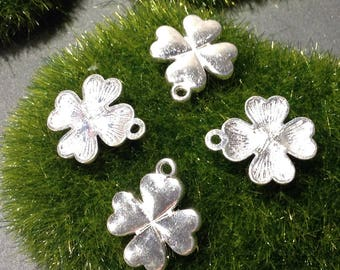 Clover shaped charm has 4 leaves