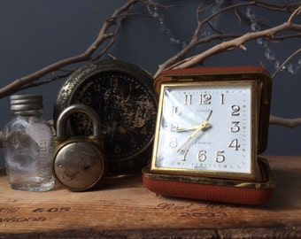 VINTAGE Uhr... Reisen Uhr ~ Deutschland ~ Faltreifen Wecker ~ erfassten Fall ~ Europa 2 Juwelen ~ Schrauben benötigt