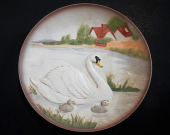 Vintage HOMCO Home Interiors Collectible Plate - swan & 2 baby ducklings, cygnets - 1970s - home decor, decorative, retro, wildlife, nature
