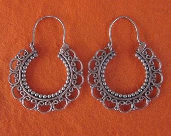Hoop Sterling Silver Earrings / silver 925 / Balinese handmade jewelry / granulation technique