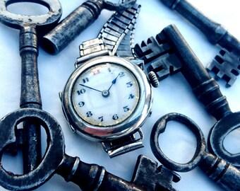 WW1 1917 solid silver ladies wrist watch/wristlet with Bonclip ladder bracelet