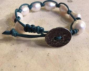 Dark Turquoise Bracelet - Macrame Jewelry - White Pearl Gemstones - Leather - Fashion - Trendy - Beaded - Button