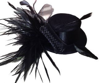 Small hat Fascinator burlesque feather