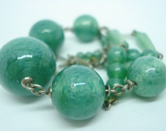 Art Deco Green Satin Glass Bead Necklace 1930s