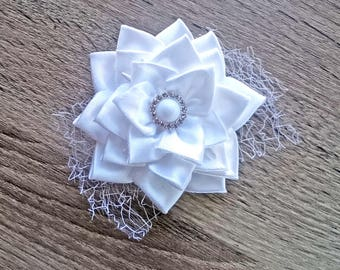 Bridal hair flower Bridal headpiece Lace hairpiece White Flower hair clip Bridal jewelry White bridesmaid Bride jewelry Daughter gift