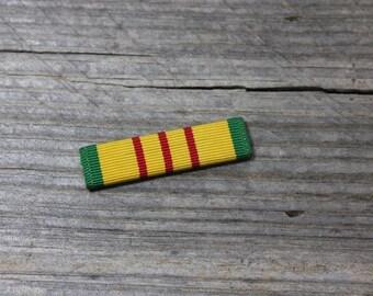 Vietnam Service Ribbon, Militaria, US Campaign Ribbon, priced individually. Militariana, pin, service pin, Vietnam, US, military