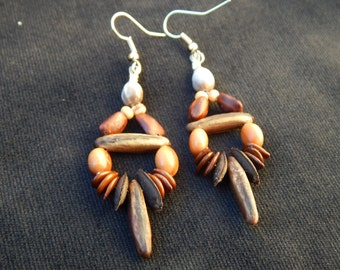 ethnic earrings with natural seeds