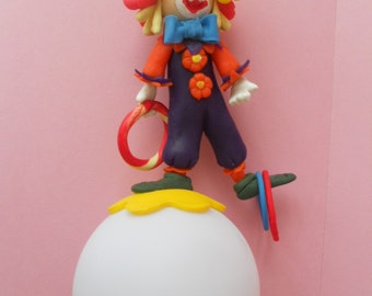 Veilleuse à led ronde avec clown jongleur en porcelaine froide