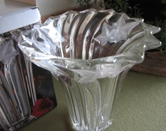 Mikasa Parisian Ivy Flower Vase Crystal Florist Ware Original Box Frosted Ivy Bouquets Flowers Discontinued