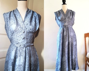 1940s Dusty blue SILK dress MINT Condition late dressed BELT and buttons Black Novelty print xs/s star clothing late 40s early 50s 1950s