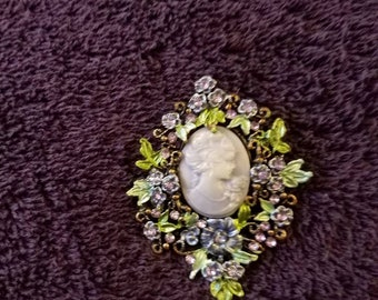 VINTAGE bROOCH  PURPLE CAMO