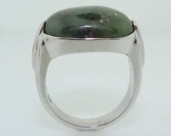 White gold green nephrite jade ring