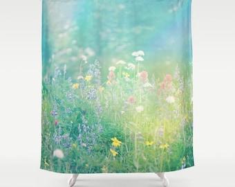 Duschvorhang - Bergwiese, Wildblumen, Sommer, Fotografie von RDelean Designs