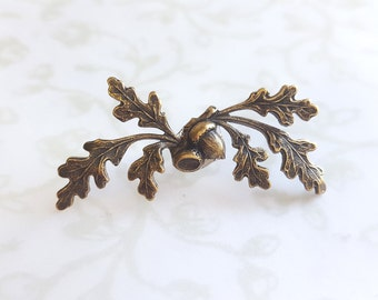 Oak Leaves and Acorn Tie Tack in Antiqued Gold Brass, Lapel Pin, Brooch, Tie Pin, Woodland, Rustic, Best man, Groom, Wedding, Fall, Forest