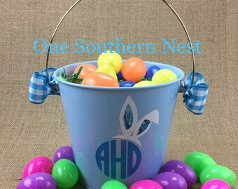 Small personalized blue Easter basket, Easter bucket, Easter pail with circle monogram for a little boy.