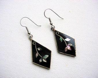Lovely Vintage Inlaid Abalone Shell Flower Designed Earrings